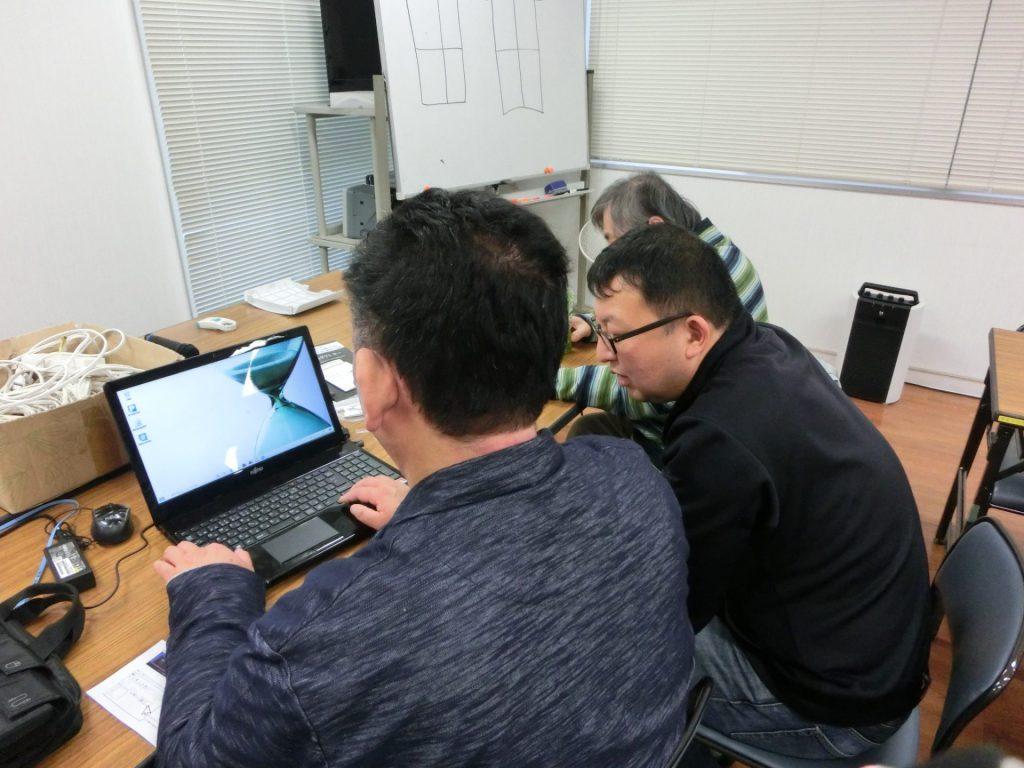 PC操作を練習している様子を写した写真です